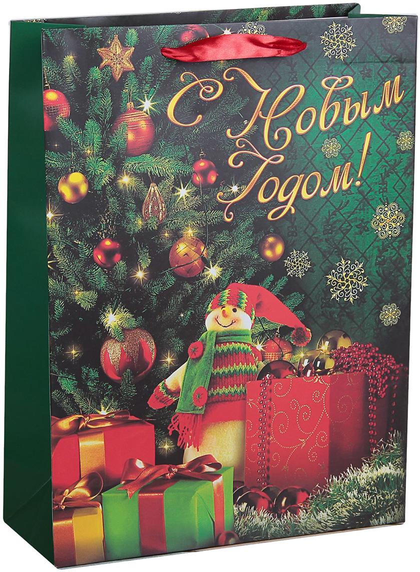 Пакет подарочный Люкс. Подарки под елкой, цвет: зеленый, 42 х 32 х 12 см. 24782502478250Любой подарок начинается с упаковки. Что может быть трогательнее и волшебнее, чем ритуал разворачивания полученного презента. И именно оригинальная, со вкусом выбранная упаковка выделит ваш подарок из массы других. Она продемонстрирует самые теплые чувства к виновнику торжества и создаст сказочную атмосферу праздника. Пакет подарочный Подарки под елкой, люкс - это то, что вы искали.