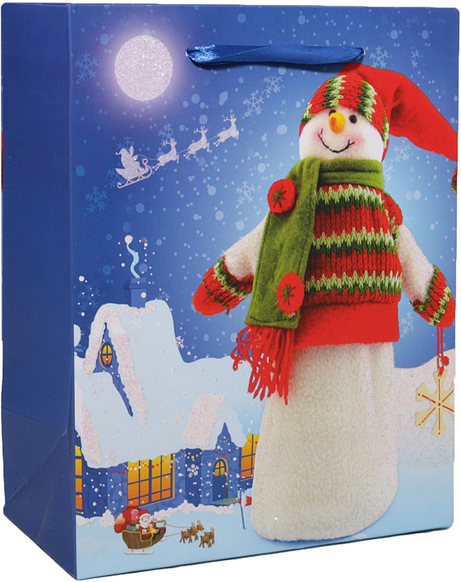 Пакет подарочный Снеговик, цвет: синий, 32 х 26 х 11 см. 24783052478305Любой подарок начинается с упаковки. Что может быть трогательнее и волшебнее, чем ритуал разворачивания полученного презента. И именно оригинальная, со вкусом выбранная упаковка выделит ваш подарок из массы других. Она продемонстрирует самые теплые чувства к виновнику торжества и создаст сказочную атмосферу праздника. Пакет подарочный Снеговик - это то, что вы искали.