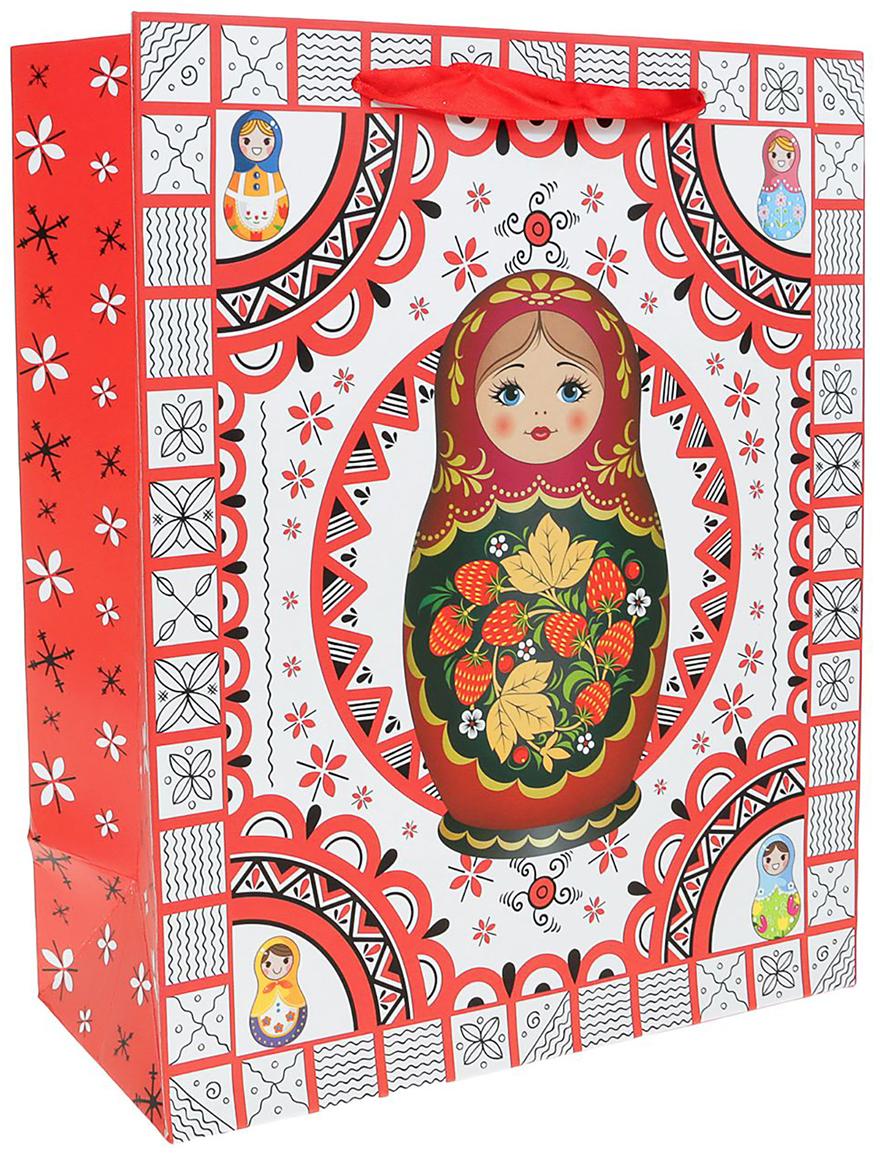 Пакет подарочный Матрешка, цвет: красный, 21 х 10 х 26 см. 24901272490127Любой подарок начинается с упаковки. Что может быть трогательнее и волшебнее, чем ритуал разворачивания полученного презента. И именно оригинальная, со вкусом выбранная упаковка выделит ваш подарок из массы других. Она продемонстрирует самые теплые чувства к виновнику торжества и создаст сказочную атмосферу праздника. Пакет подарочный Матрешка - это то, что вы искали.