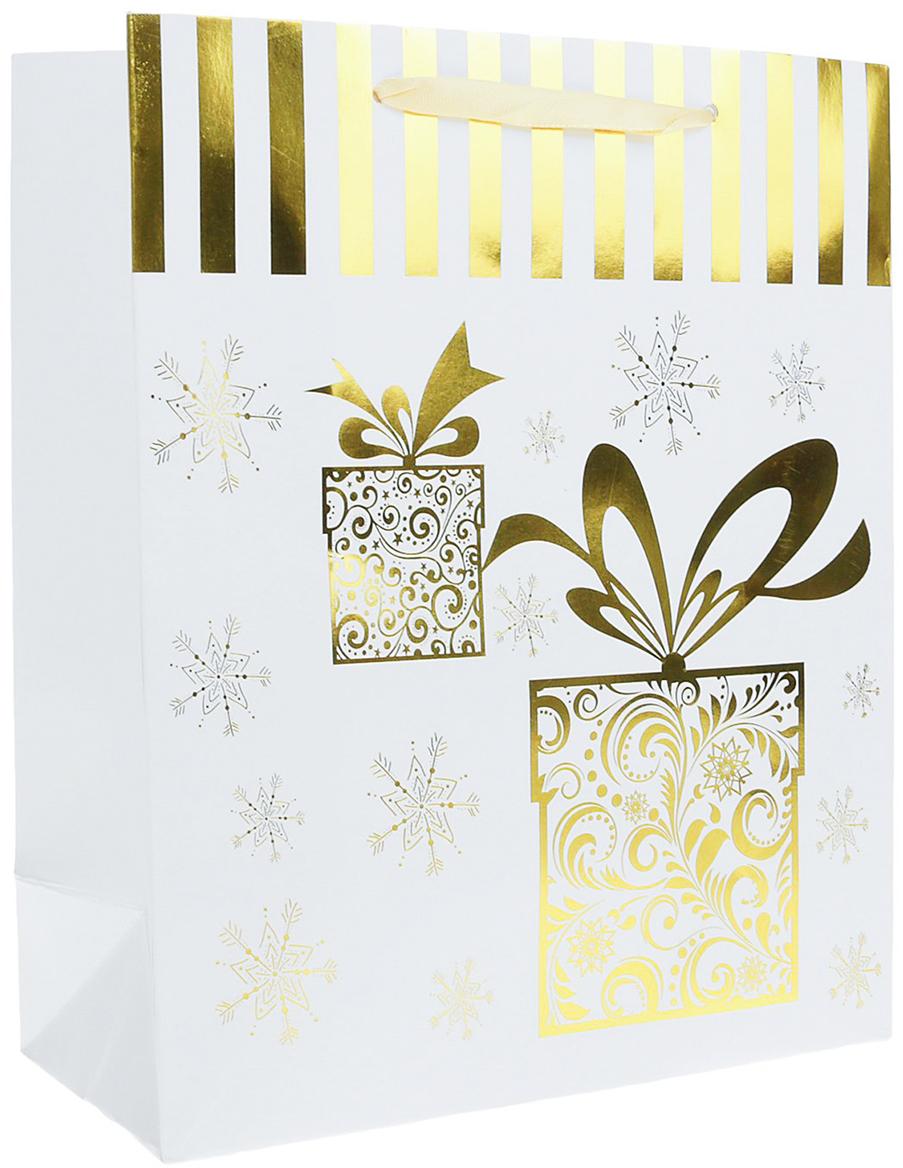 Пакет подарочный Люкс. Подарки, цвет: белый, 21 х 10 х 26 см. 24901352490135Любой подарок начинается с упаковки. Что может быть трогательнее и волшебнее, чем ритуал разворачивания полученного презента. И именно оригинальная, со вкусом выбранная упаковка выделит ваш подарок из массы других. Она продемонстрирует самые теплые чувства к виновнику торжества и создаст сказочную атмосферу праздника. Пакет подарочный Подарки, люкс - это то, что вы искали.