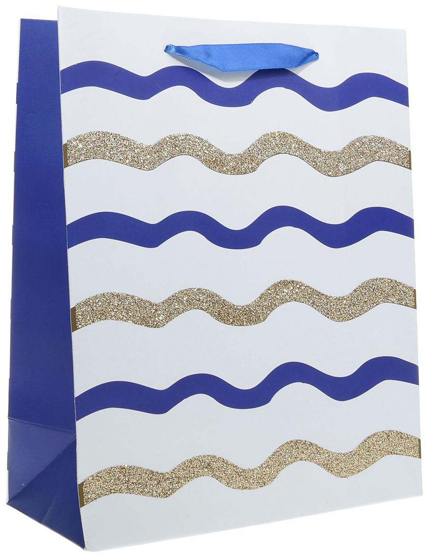 Пакет подарочный Люкс. Волны, цвет: белый, 21 х 10 х 26 см. 24901402490140Любой подарок начинается с упаковки. Что может быть трогательнее и волшебнее, чем ритуал разворачивания полученного презента. И именно оригинальная, со вкусом выбранная упаковка выделит ваш подарок из массы других. Она продемонстрирует самые теплые чувства к виновнику торжества и создаст сказочную атмосферу праздника. Пакет подарочный Волны, люкс - это то, что вы искали.