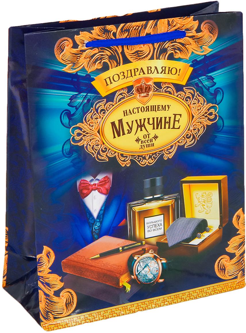 Пакет подарочный Дарите Счастье Настоящему мужчине, цвет: мультиколор, 23 х 8 х 27 см. 25842462584246Любой подарок начинается с упаковки. Что может быть трогательнее и волшебнее, чем ритуал разворачивания полученного презента. И именно оригинальная, со вкусом выбранная упаковка выделит ваш подарок из массы других. Она продемонстрирует самые теплые чувства к виновнику торжества и создаст сказочную атмосферу праздника - это то, что вы искали.