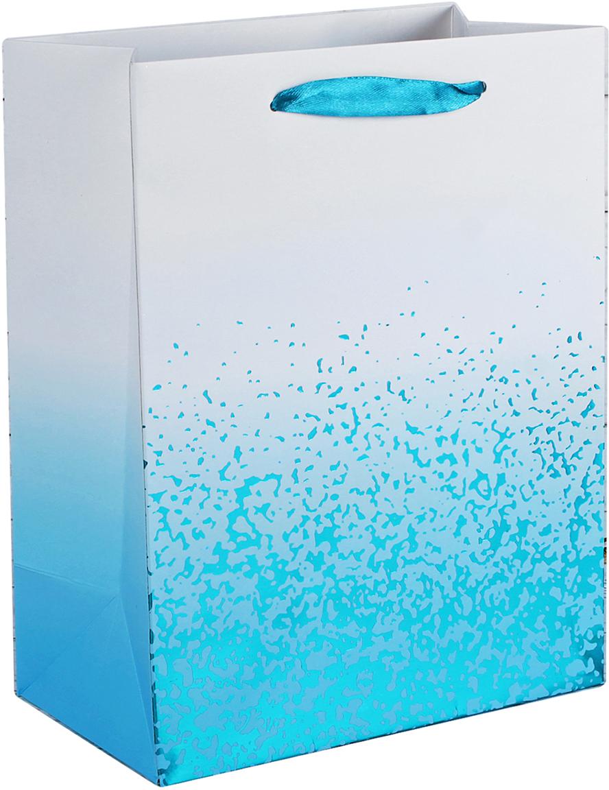 Пакет подарочный Люкс, цвет: голубой, 18 х 23 х 10 см. 26243952624395Любой подарок начинается с упаковки. Что может быть трогательнее и волшебнее, чем ритуал разворачивания полученного презента. И именно оригинальная, со вкусом выбранная упаковка выделит ваш подарок из массы других. Она продемонстрирует самые теплые чувства к виновнику торжества и создаст сказочную атмосферу праздника. Пакет подарочный, люкс - это то, что вы искали.