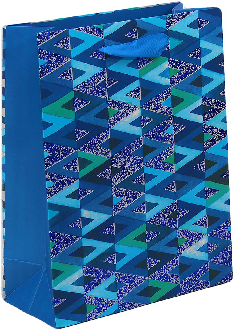 Пакет подарочный Люкс. Геометрия, цвет: синий, 18 х 8 х 23 см. 26543812654381Любой подарок начинается с упаковки. Что может быть трогательнее и волшебнее, чем ритуал разворачивания полученного презента. И именно оригинальная, со вкусом выбранная упаковка выделит ваш подарок из массы других. Она продемонстрирует самые теплые чувства к виновнику торжества и создаст сказочную атмосферу праздника. Пакет подарочный Геометрия - это то, что вы искали.