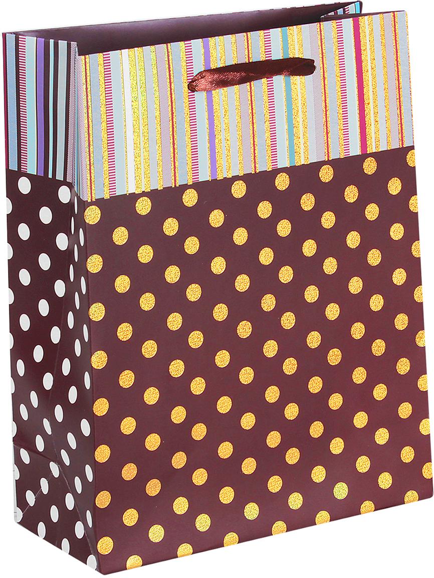 Пакет подарочный Люкс. Золотой горошек, цвет: коричневый, 26 х 32 х 10 см. 26544002654400Любой подарок начинается с упаковки. Что может быть трогательнее и волшебнее, чем ритуал разворачивания полученного презента. И именно оригинальная, со вкусом выбранная упаковка выделит ваш подарок из массы других. Она продемонстрирует самые теплые чувства к виновнику торжества и создаст сказочную атмосферу праздника. Пакет подарочный Золотой горошек - это то, что вы искали.