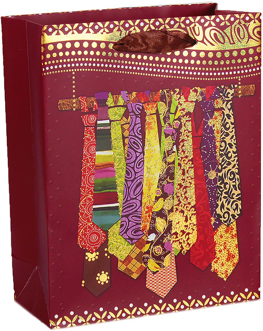 Пакет подарочный Люкс. Галстуки, цвет: бордовый, 26 х 32 х 10 см. 26544032654403Любой подарок начинается с упаковки. Что может быть трогательнее и волшебнее, чем ритуал разворачивания полученного презента. И именно оригинальная, со вкусом выбранная упаковка выделит ваш подарок из массы других. Она продемонстрирует самые теплые чувства к виновнику торжества и создаст сказочную атмосферу праздника. Пакет подарочный Галстуки, люкс - это то, что вы искали.