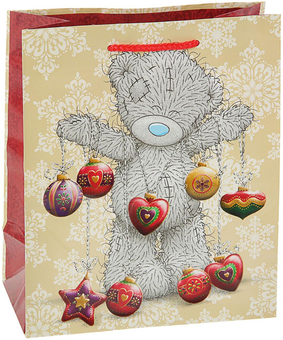 Пакет подарочный Me to You Мишка, цвет: мультиколор, 24 х 20 х 10,2 см 2798853. 27988532798853Невозможно представить нашу жизнь без праздников! Мы всегда ждем их и предвкушаем, обдумываем, как проведем памятный день, тщательно выбираем подарки и аксессуары, ведь именно они создают и поддерживают торжественный настрой - это отличный выбор, который привнесет атмосферу праздника в ваш дом!Любой подарок начинается с упаковки. Что может быть трогательнее и волшебнее, чем ритуал разворачивания полученного презента. И именно оригинальная, со вкусом выбранная упаковка выделит ваш подарок из массы других. Она продемонстрирует самые теплые чувства к виновнику торжества и создаст сказочную атмосферу праздника - это то, что вы искали.
