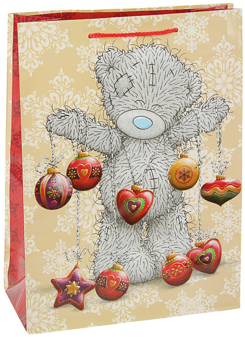 """Подарочный пакет Me to You """"Мишка"""" станет незаменимым дополнением к выбранному подарку.Для удобства переноски на пакете имеются две ручки из шнурков.Подарок, преподнесенный в оригинальной упаковке, всегда будет самым эффектным и запоминающимся. Окружите близких людей вниманием и заботой, вручив презент в нарядном, праздничном оформлении."""