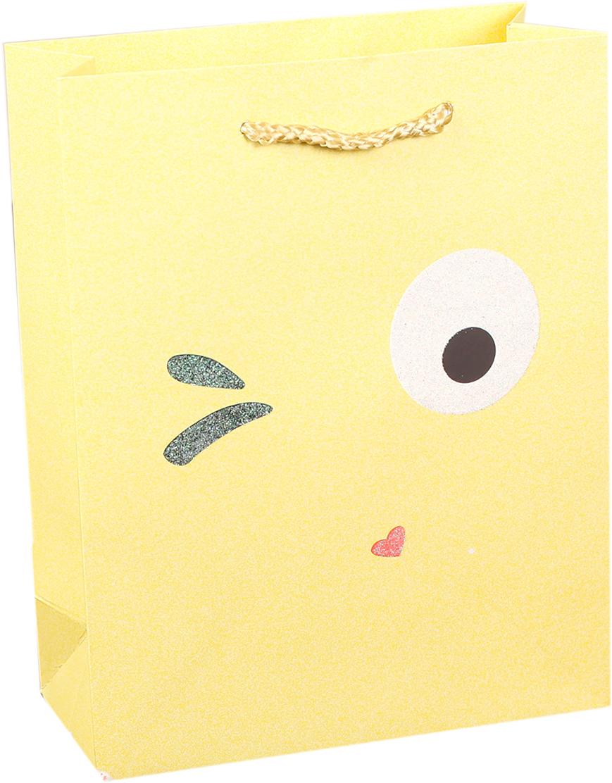 Пакет подарочный Люкс. Смайлики, цвет: желтый, 18 х 23 х 8 см. 27484202748420Любой подарок начинается с упаковки. Что может быть трогательнее и волшебнее, чем ритуал разворачивания полученного презента. И именно оригинальная, со вкусом выбранная упаковка выделит ваш подарок из массы других. Она продемонстрирует самые теплые чувства к виновнику торжества и создаст сказочную атмосферу праздника. Пакет подарочный Смайлики - это то, что вы искали.