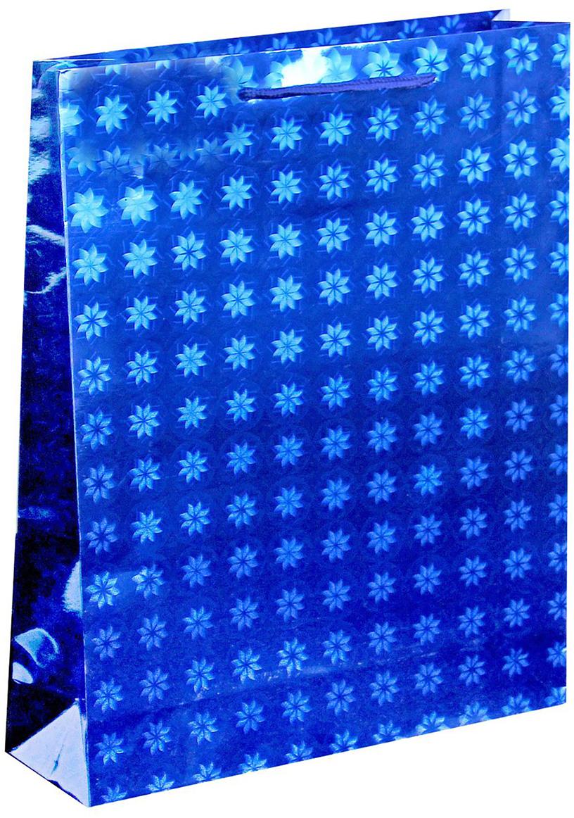 Пакет подарочный Рисунок. Звездочки, голографический, цвет: синий, 26 х 8 х 34 см. 822509822509Любой подарок начинается с упаковки. Что может быть трогательнее и волшебнее, чем ритуал разворачивания полученного презента. И именно оригинальная, со вкусом выбранная упаковка выделит ваш подарок из массы других. Она продемонстрирует самые теплые чувства к виновнику торжества и создаст сказочную атмосферу праздника. Пакет голографический - это то, что вы искали.