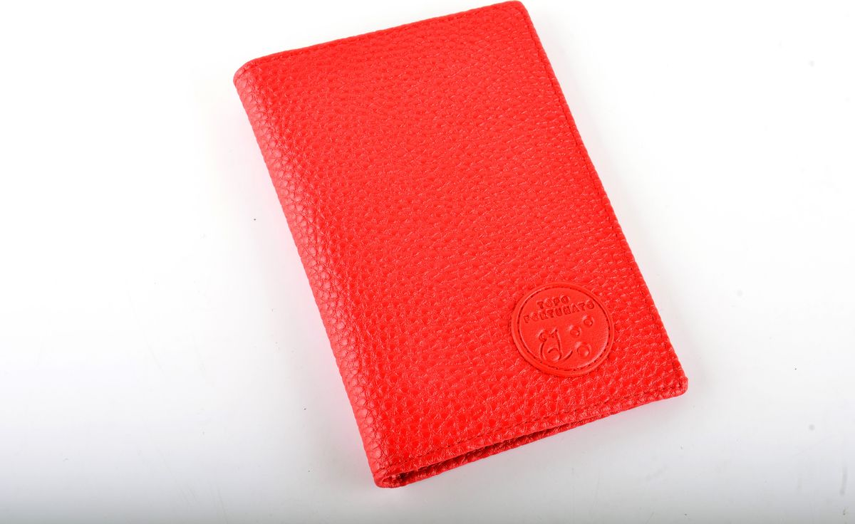 Обложка на паспорт женская Topo Fortunato Бриз, цвет: красный. 111-093Натуральная кожаИзысканная обложка для паспорта Topo Fortunato Бриз изготовлена из натуральной кожи С левой стороны находится кожаный захват, два кармашка для пластиковых карт, прозрачное окошко для пропуска, с правой стороны -пластиковый захват.Размер: 9,5х13,3 см.
