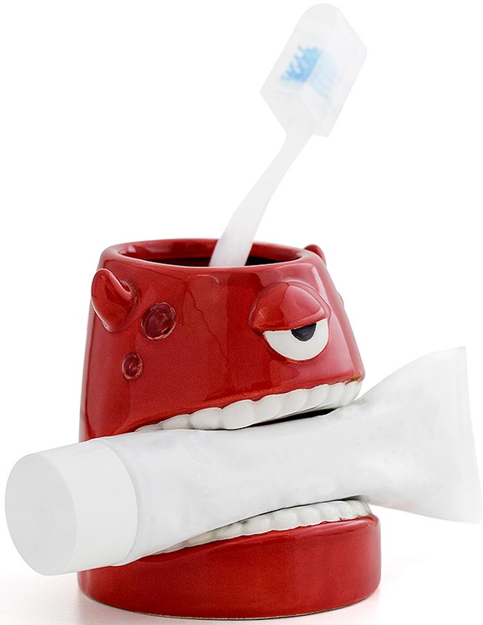 Стакан для зубных щеток Balvi Monster, цвет: красный26703Стакан для зубной пасты и щеток Monster подойдет всем ценителям нестандартных аксессуаров для дома. Интересный дизайн в виде красного монстра не только будет привлекать к себе внимание и создавать оригинальную атмосферу, но также позволит компактно разместить средства гигиены для всей семьи. Оригинальный дизайн стакана от испанского бренда Balvi подарит отличное настроение с самого утра!• Нестандартный дизайн • Удобство хранения щеток и зубной пасты • Яркий цвет разбудит и подарит заряд бодрости.