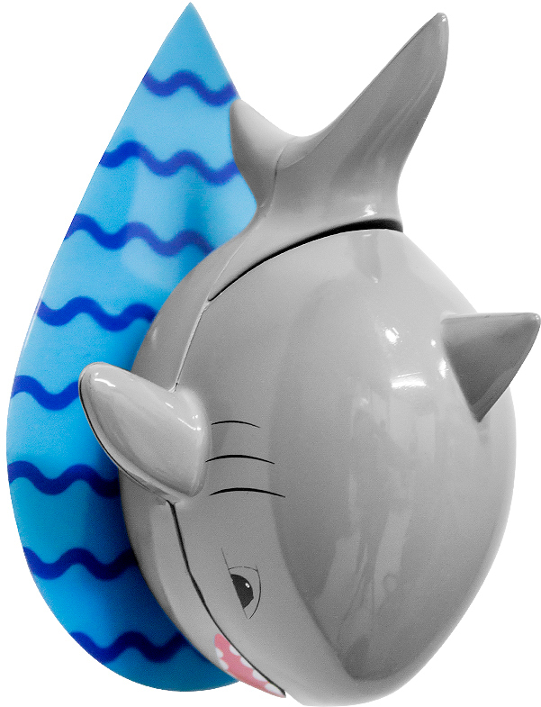 """Держатель для зубной щетки """"Shark"""" от испанского бренда Balvi поможет всегда держать зубную щетку сухой и чистой. Необычный дизайн держателя привлечет внимание и вызовет интерес к гигиене даже у маленьких детей. Щетка хранится внутри пасти смешной акулы, что позволяет защищать ее от пыли и брызг. Акула крепится к стене ванной с помощью клейкой основы и надежно фиксирует щетку. Научить детей чистить зубы с держателем зубных щеток в виде акулы просто. Теперь каждое утро для ребенка будет как приключение."""