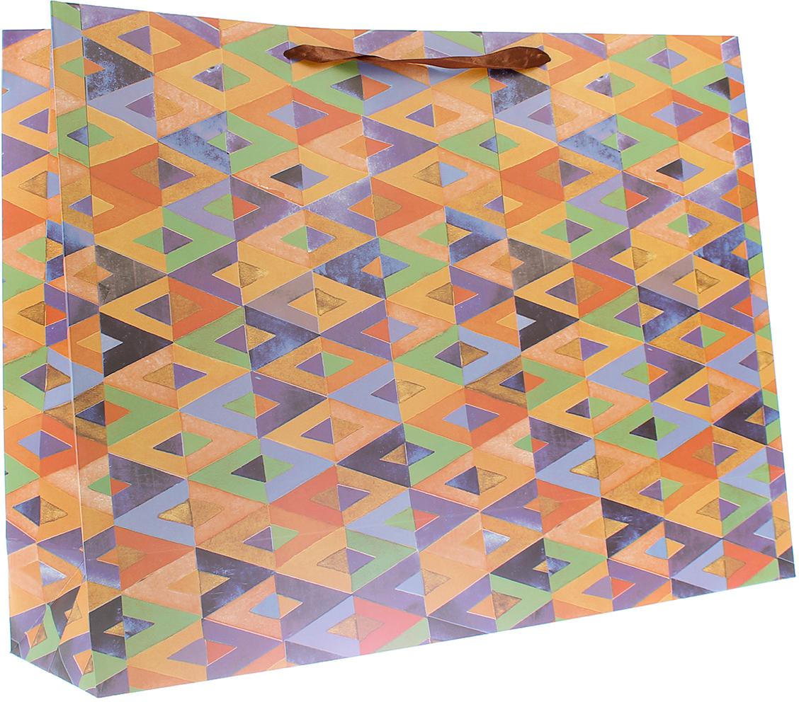Пакет подарочный Люкс. Геометрия, цвет: коричневый, 59 х 44 х 17 см. 26544742654474Любой подарок начинается с упаковки. Что может быть трогательнее и волшебнее, чем ритуал разворачивания полученного презента. И именно оригинальная, со вкусом выбранная упаковка выделит ваш подарок из массы других. Она продемонстрирует самые теплые чувства к виновнику торжества и создаст сказочную атмосферу праздника. Пакет подарочный Геометрия - это то, что вы искали.