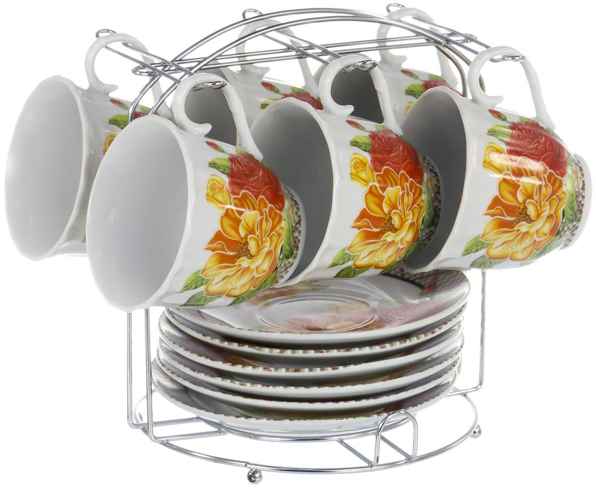 Набор чайный Olaff Metal Stand, 13 предметов. DL-F6MS-189DL-F6MS-189Чайный набор Metal Stand на шесть персон включает в себя шесть чашек 220 мл, шесть блюдец и металлическую подставку для удобного хранения, которая позволит сэкономить место на кухне. Посуда выполнена из качественного фарфора и декорирована жизнерадостным цветочным рисунком. Демократичный набор для повседневного использования и семейных посиделок.