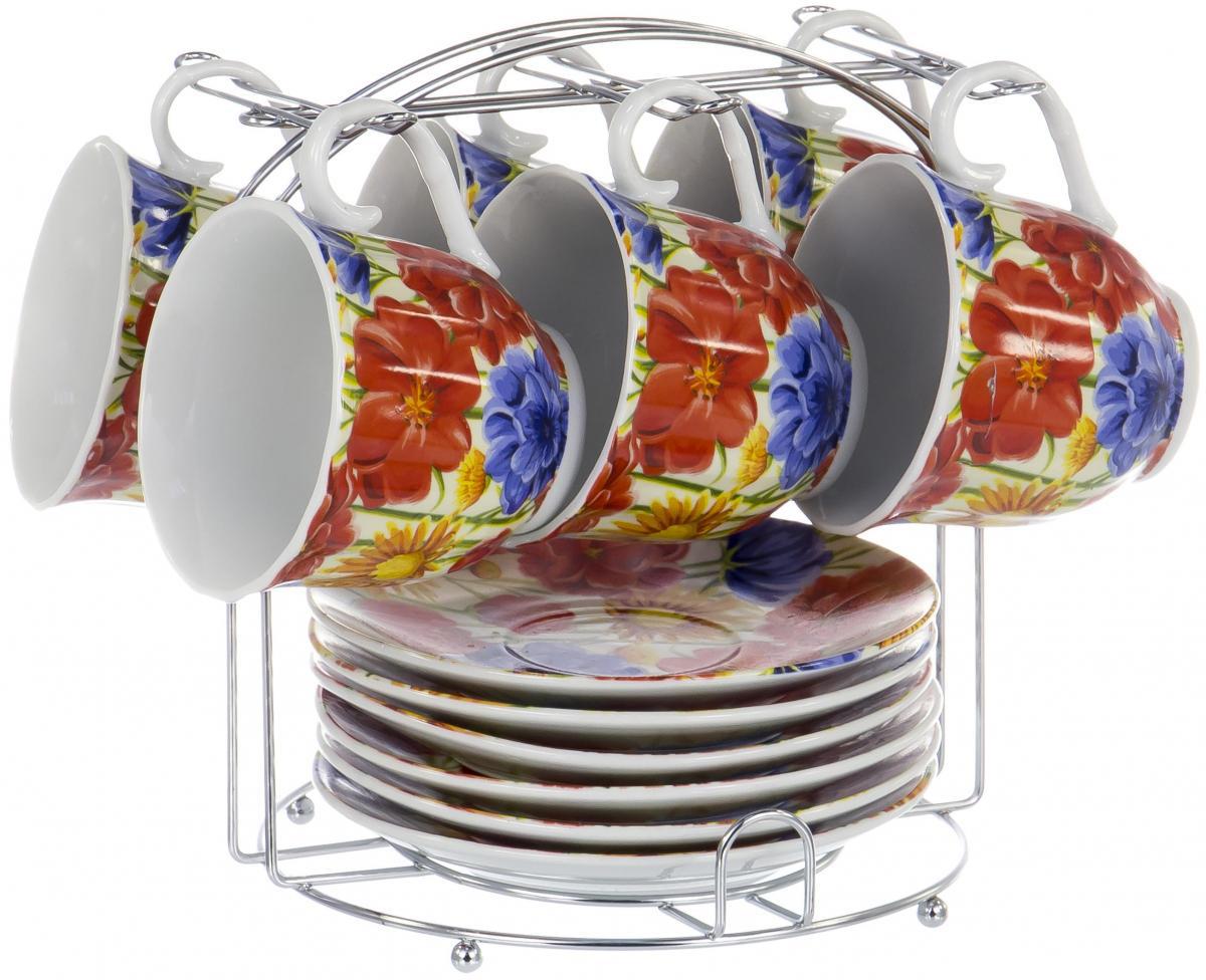 Набор чайный Olaff Metal Stand, 13 предметов. DL-F6MS-198DL-F6MS-198Чайный набор Metal Stand на шесть персон включает в себя шесть чашек 220 мл, шесть блюдец и металлическую подставку для удобного хранения, которая позволит сэкономить место на кухне. Посуда выполнена из качественного фарфора и декорирована жизнерадостным цветочным рисунком. Демократичный набор для повседневного использования и семейных посиделок.