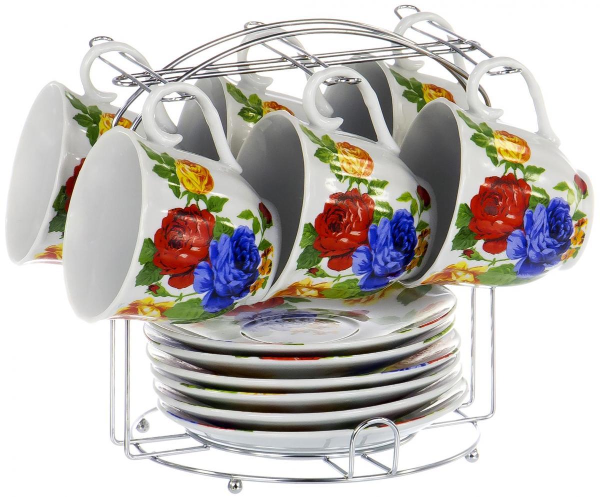 """Чайный набор """"Metal Stand"""" на шесть персон включает в себя шесть чашек 220 мл, шесть блюдец и металлическую подставку для удобного хранения, которая позволит сэкономить место на кухне. Посуда выполнена из качественного фарфора и декорирована жизнерадостным цветочным рисунком. Демократичный набор для повседневного использования и семейных посиделок."""