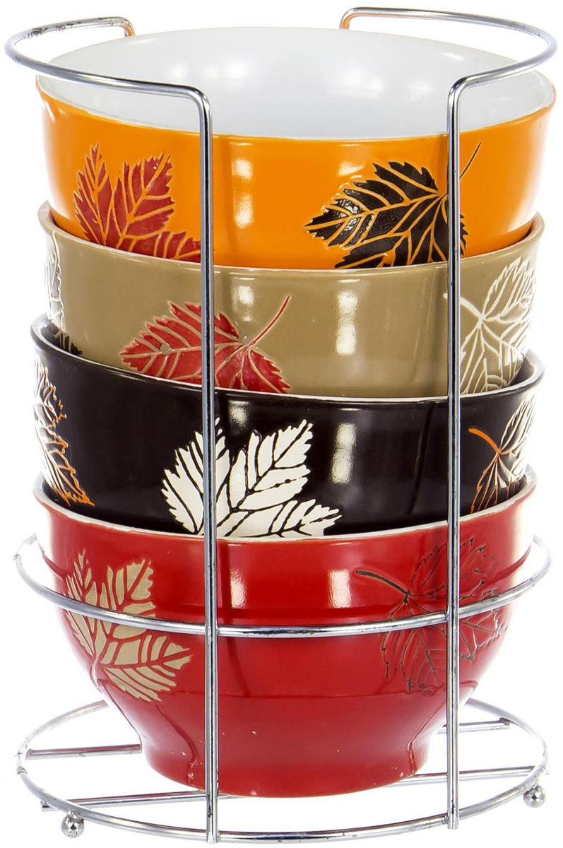 """Набор салатников Elrington """"Осень"""" состоит из 6 салатников и подставки. Салатники изготовлены из керамики с цветным покрытием. Подставка изготовлена из нержавеющей стали."""