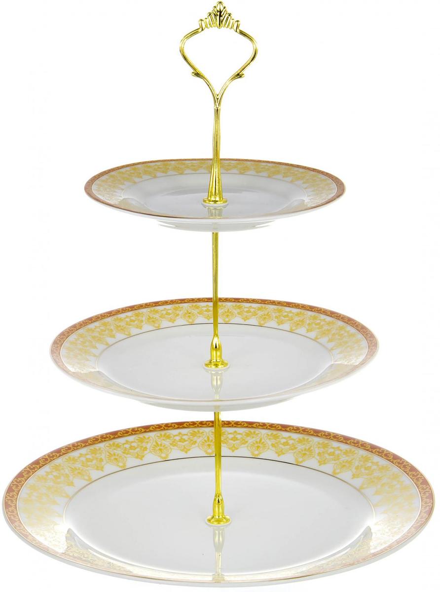 """Двухъярусная фруктовница """"Olaff"""" выполнена из фарфора в виде трех блюд на изящной ножке и декорирована изящным узором. Изделие оснащено ручкой для удобной переноски. Фруктовница """"Olaff"""" станет идеальным украшением любой кухни или прекрасным подарком для вас и ваших близких.  Диаметр верхнего блюда: 6 см.  Диаметр среднего блюда: 8 см.  Диаметр нижнего блюда: 11 см."""