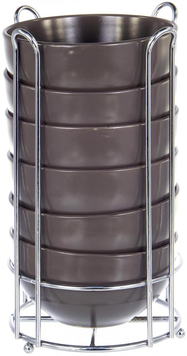 """Набор салатников Elrington """"Моно"""" состоит из 6 салатников и подставки. Салатники изготовлены из керамики с цветным покрытием. Подставка изготовлена из нержавеющей стали."""