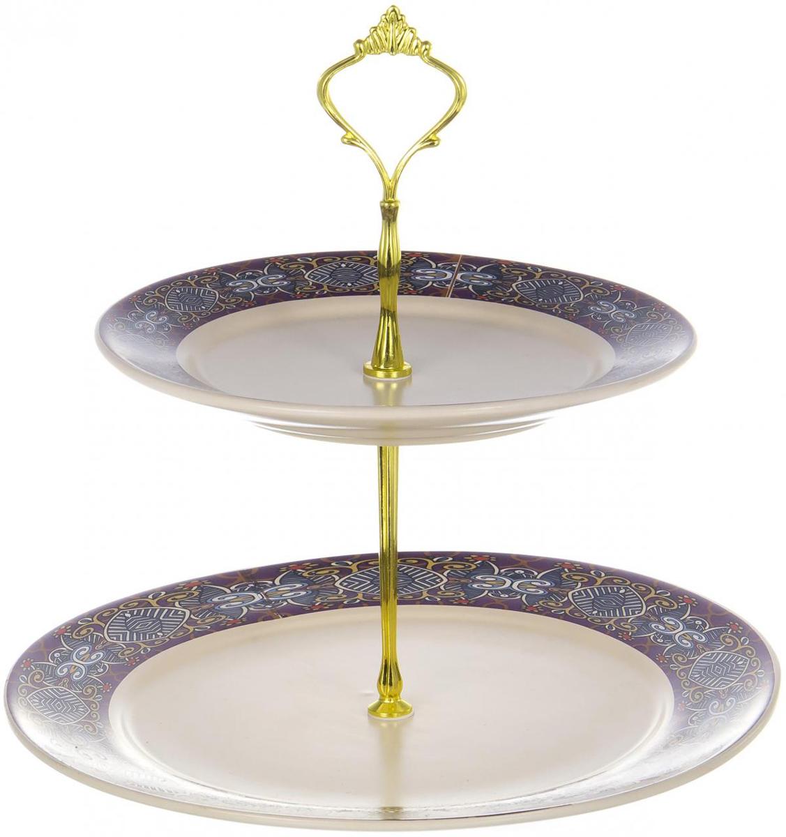 """Двухъярусная фруктовница """"Olaff"""" выполнена из керамики в виде двух блюд на изящной ножке и декорирована изящным узором. Изделие оснащено ручкой для удобной переноски. Фруктовница """"Olaff"""" станет идеальным украшением любой кухни или прекрасным подарком для вас и ваших близких."""
