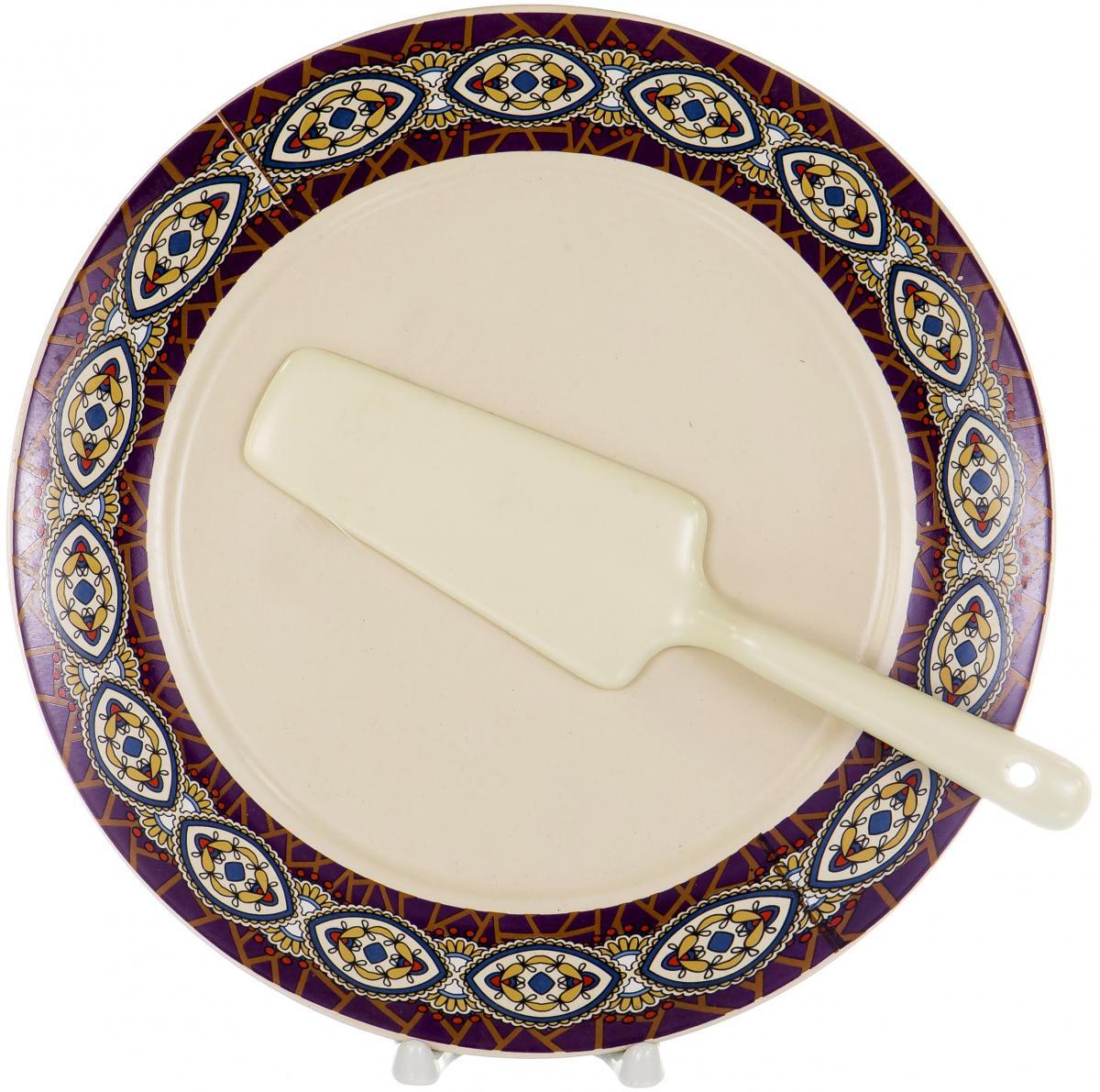 """Набор для торта """"Olaff"""" состоит из тарелки и лопатки, выполненных из высококачественного фарфора. Изделия идеальны для подачи тортов, пирогов и другой выпечки.   Изысканный дизайн сделает набор эффектным украшением праздничного стола."""