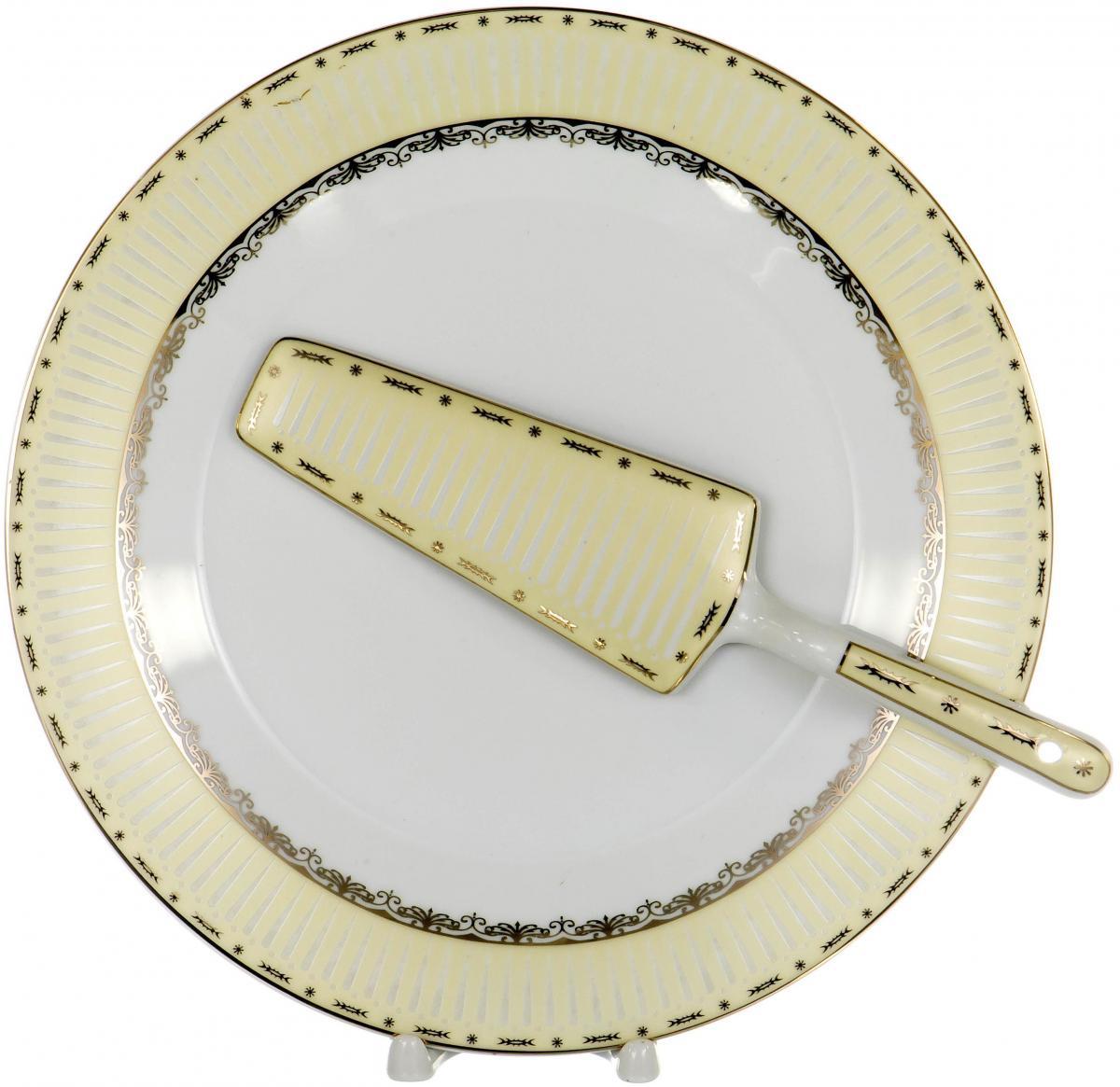 """Набор для торта """"Olaff"""" состоит из блюда и лопатки. Изделия выполнены из керамики и оформлены изящным рисунком. Набор идеален для подачи тортов, пирогов и другой выпечки. Яркий дизайн сделает набор изысканным украшением праздничного стола.  В наборе: тарелка диаметром 25,5 см и лопатка."""