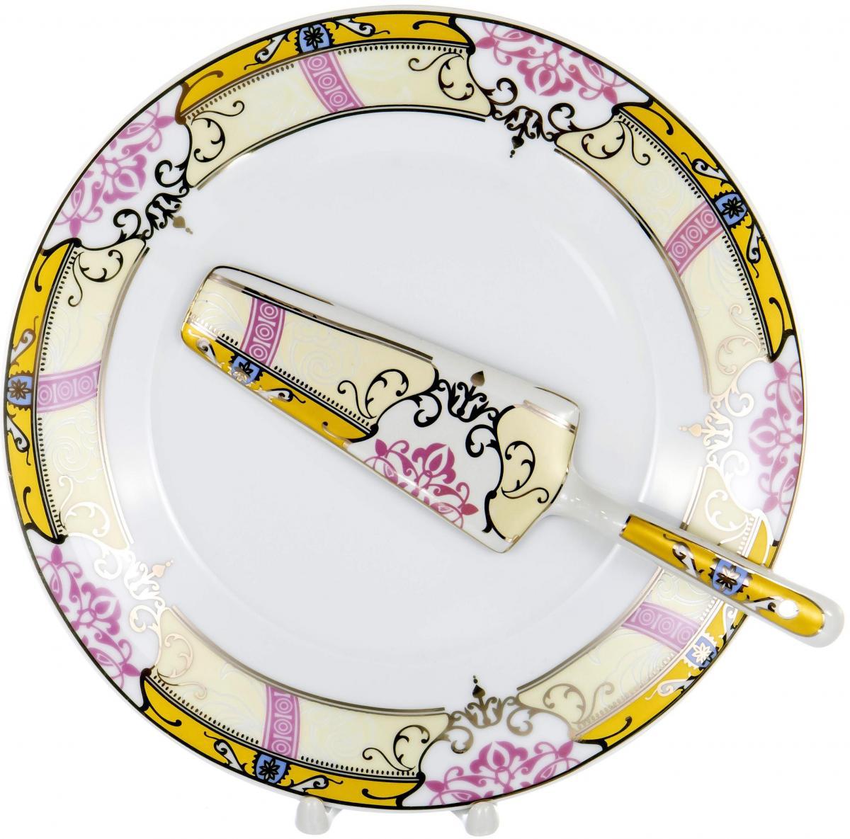 Набор для торта Olaff, 2 предмета. LRG-CPN2-004LRG-CPN2-004Набор для торта Olaff состоит из блюда и лопатки. Изделия выполнены из керамики и оформлены изящным рисунком. Набор идеален для подачи тортов, пирогов и другой выпечки. Яркий дизайн сделает набор изысканным украшением праздничного стола.В наборе: тарелка диаметром 25,5 см и лопатка.