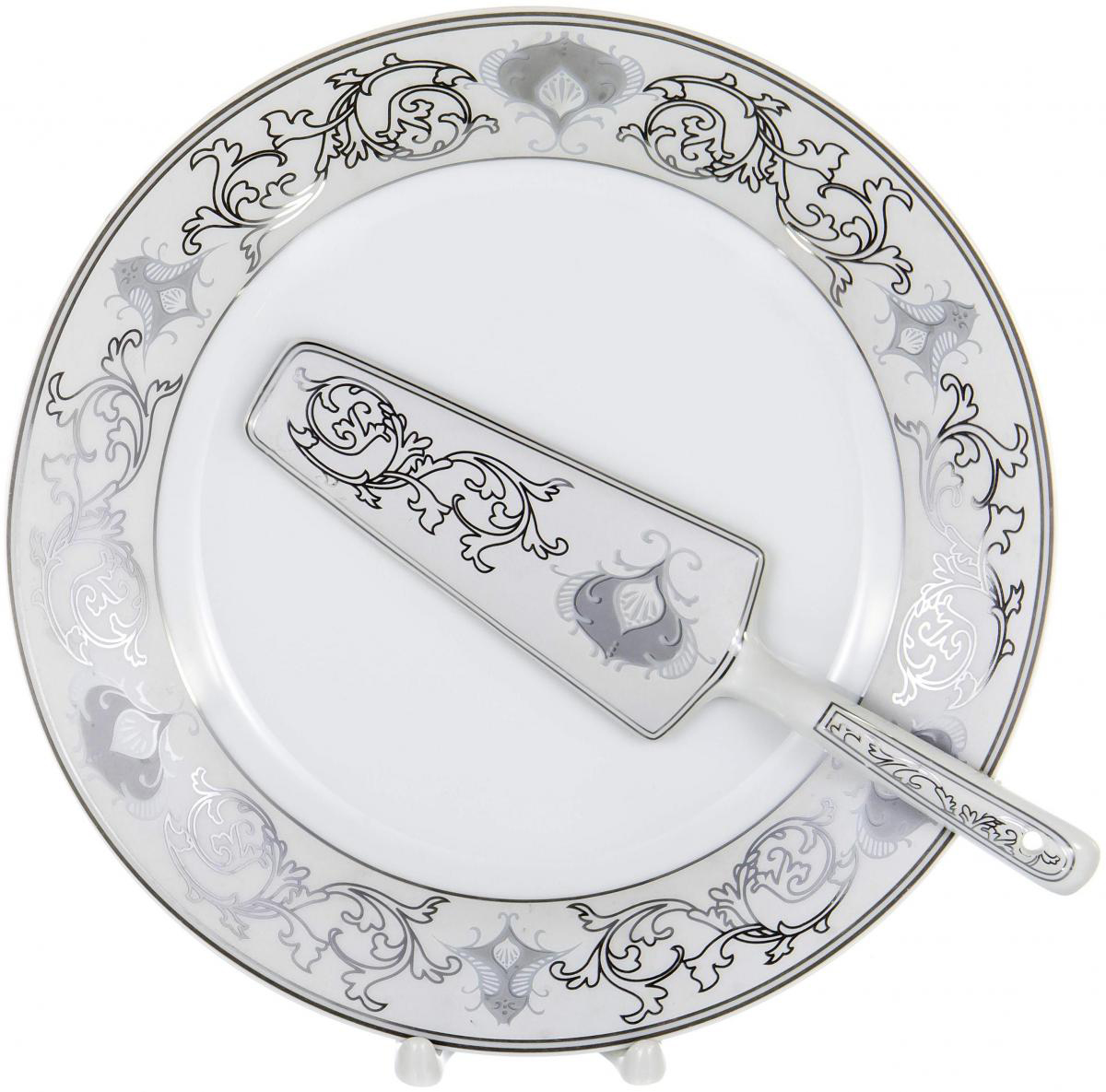 Набор для торта Olaff, 2 предмета. LRS-CPN2-012LRS-CPN2-012Набор для торта Olaff состоит из блюда и лопатки. Изделия выполнены из керамики и оформлены изящным рисунком. Набор идеален для подачи тортов, пирогов и другой выпечки. Яркий дизайн сделает набор изысканным украшением праздничного стола.В наборе: тарелка диаметром 25,5 см и лопатка.