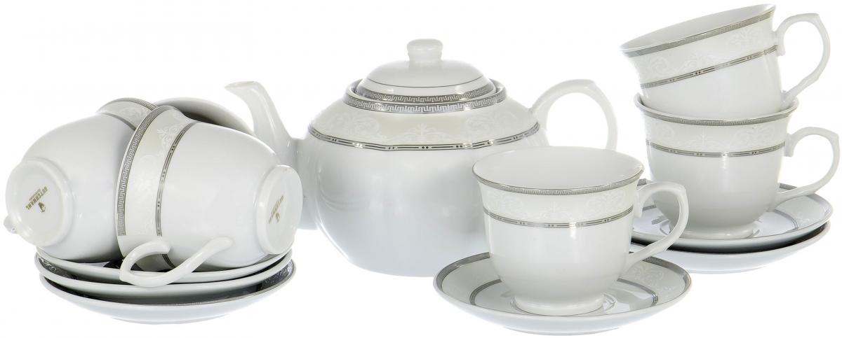 """Чайный набор """"Rectangular Gift Box"""" на шесть персон включает в себя шесть чашек 250 мл, шесть блюдец и заварочный чайник 1200 мл. Посуда выполнена из качественного фарфора и декорирована изящным орнаментом. Стильный набор для повседневного использования и семейных посиделок."""