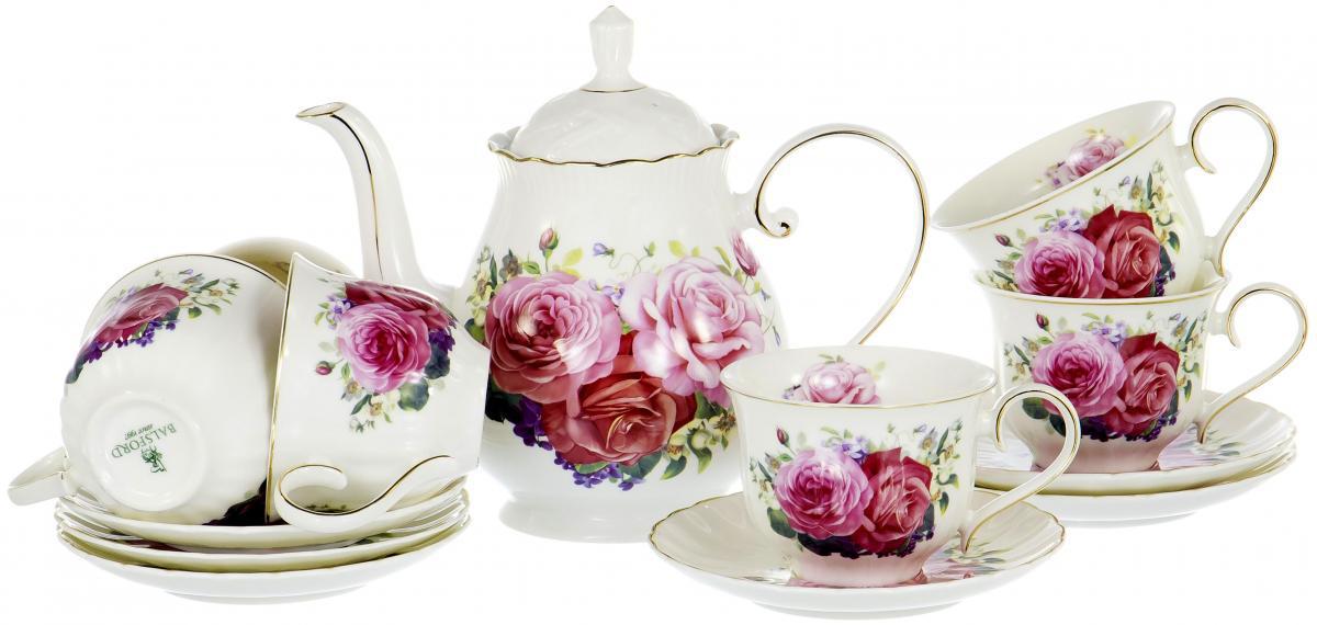 """Набор Olaff """"Розы"""" состоит из шести чашек, шести  блюдец и заварочного чайника, изготовленных из высококачественного  фарфора.  Изящный дизайн придется по вкусу и ценителям  классики, и тем, кто предпочитает утонченность и  изысканность. Он настроит на позитивный лад и  подарит хорошее настроение с самого утра. Чайный  набор Olaff """"Розы"""" - идеальный и необходимый подарок  для вашего дома и для ваших друзей в праздники."""