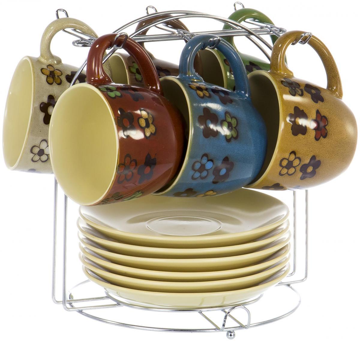 """Чайный набор """"Кочин"""" на шесть персон включает в себя шесть чашек 250 мл, шесть блюдец и металлическую подставку, которая позволит сэкономить место на кухне. Посуда выполнена из керамики и декорирована глазурью шести разных цветов. Демократичный набор для повседневного использования и семейных посиделок."""