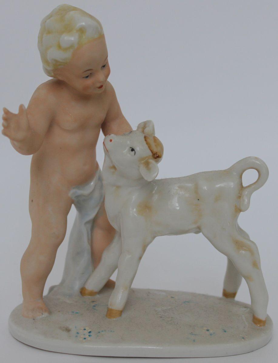 Статуэтка Мальчик с теленком. Фарфор,золочение, Carl Schneider's Heirs. Германия, 1960-е гг. carl frampton