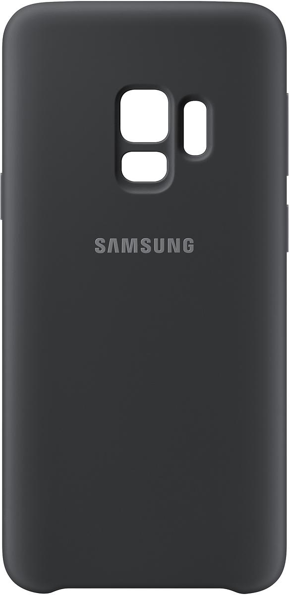 Samsung Silicone Cover чехол для Galaxy S9, BlackEF-PG960TBEGRUБлагодаря своим плавным линиям Samsung Galaxy S9 уже удобно лежит в руке, а силиконовый чехол с мягким, приятным на ощупь софт тач покрытием, только усиливает это ощущение комфорта. Кроме того Silicone Cover с внутренней мягкой подкладкой из микроволокна надежно защищает корпус смартфона от повреждений.
