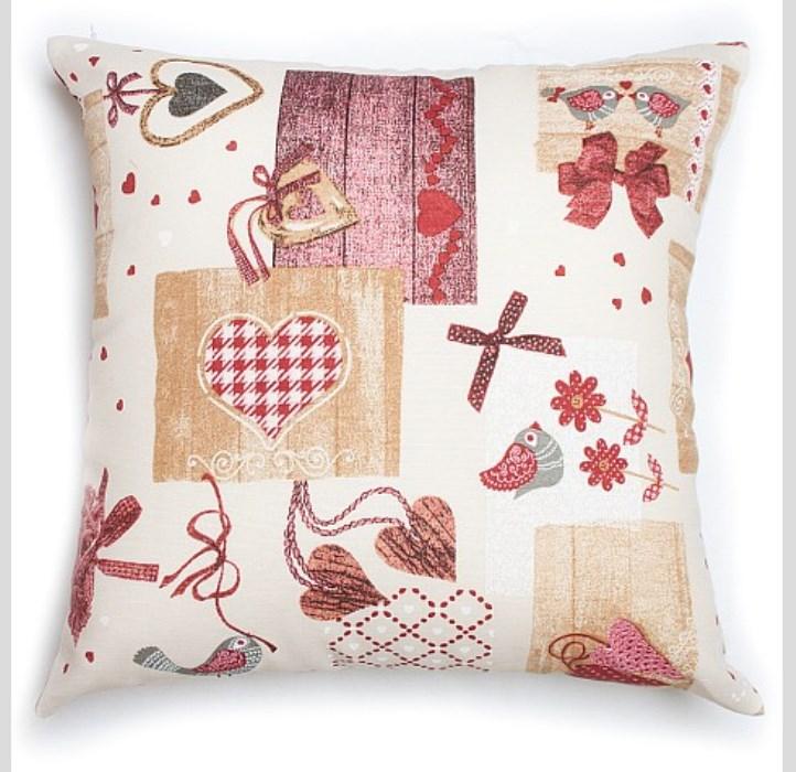 """Декоративная подушка с верхом из приятной на ощупь хлопчатобумажной ткани станет приятным дополнением к любому интерьеру. Прекрасно сочетается со скатертью """"Яна"""" и подушками для сидения """"Яна"""" Легко стирается."""