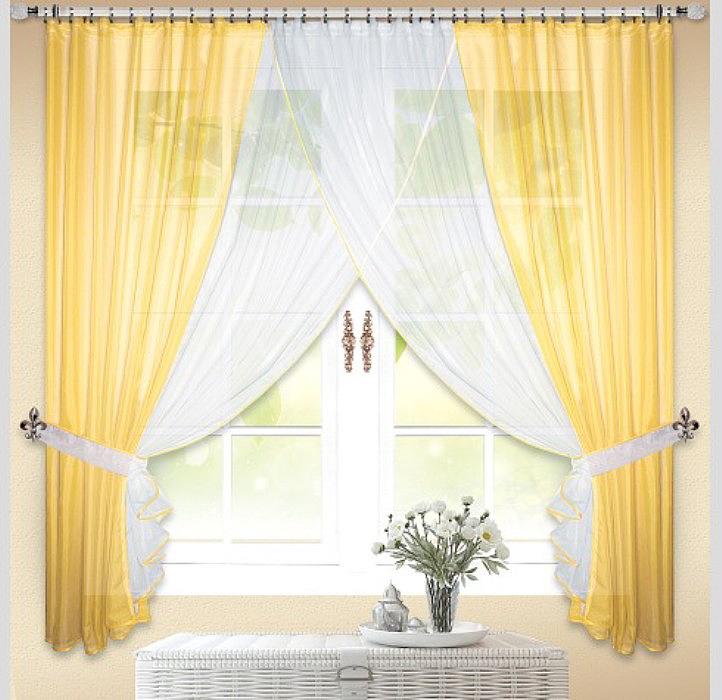 Шторы на тесьме просты и в тоже время оригинальны, верхняя часть штор драпируется тесьмой, образовывая вертикальные складки по всему изделию. Эти складки, как правило, очень частые, что придает шторе некую динамичность и пышность.