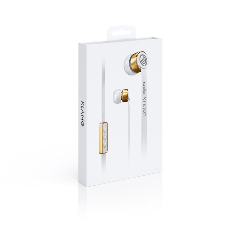 Sudio Klang, White наушники8002Качественные наушники Sudio Klang позволят наслаждаться любимыми треками влюбом месте. Удобный пульт управления смикрофоном непозволят пропустить входящий звонок. Вкомплекте снаушниками идет специальный чехол для переноски, клипса ичетыре дополнительные пары амбушюр.
