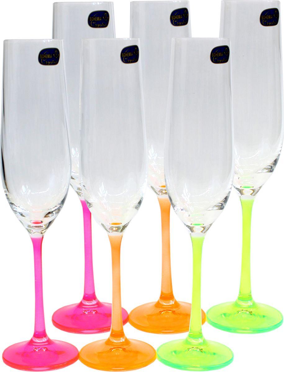 """Бокалы для шампанского Bohemia Crystal коллекции """"Виола"""" украсят праздничный стол и создадут приятную атмосферу праздника. Они обладают привлекательным внешним видом, а материалом их изготовления является высококачественное хрустальное стекло. Кроме того, данный набор отлично подойдет в качестве оригинального подарка вашим родным и близким."""