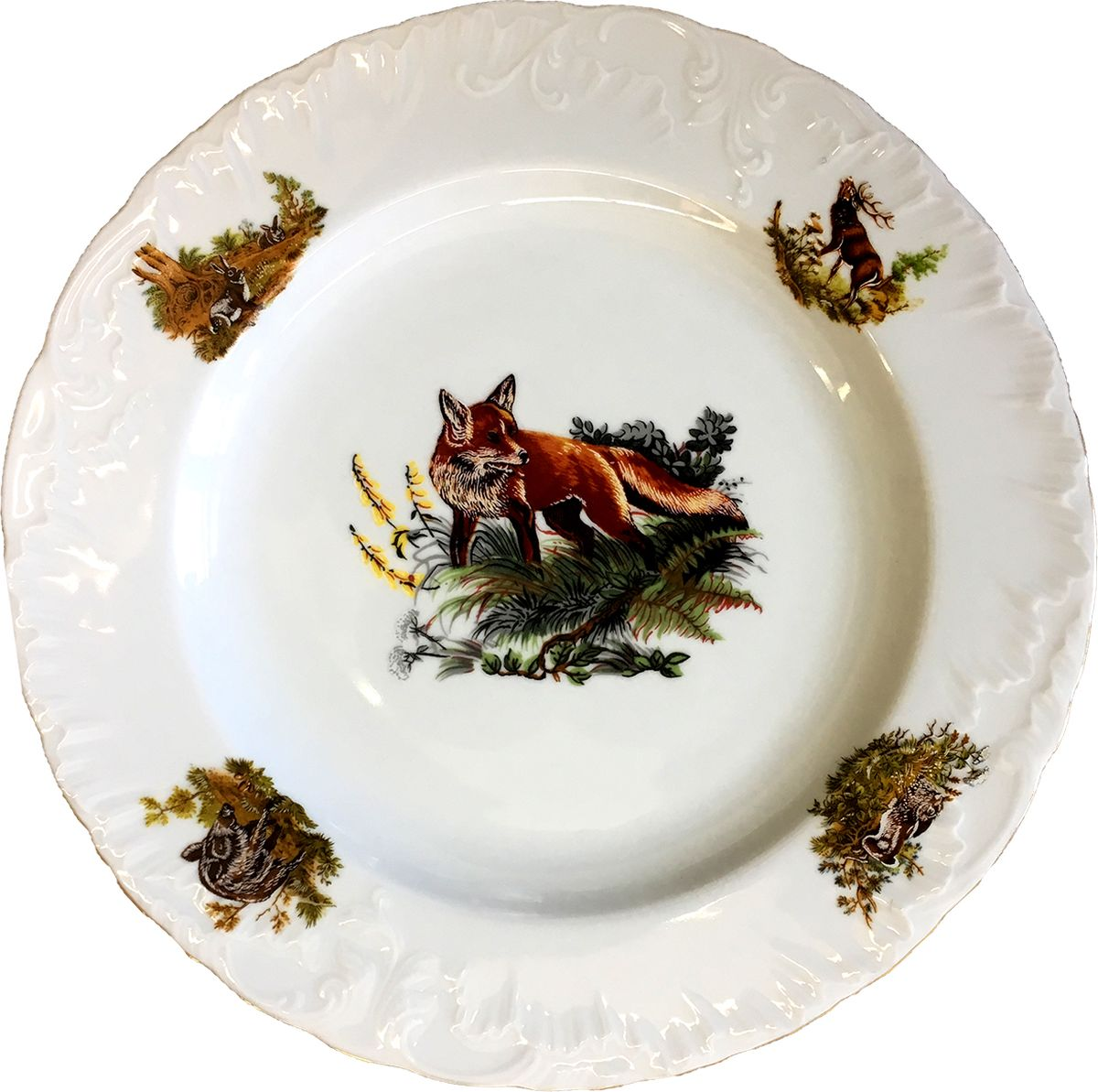 """Блюдо круглое """"Rococo. Охота"""" - одна из старейших форм, производимых десятилетиями заводом """"Cmielow"""". Это пример """"исторической актуальности"""" заложенной в элегантную форму.  Блюдо изготовлено из высококачественного польского фарфора и декорировано в стиле """"Охота Белая""""."""