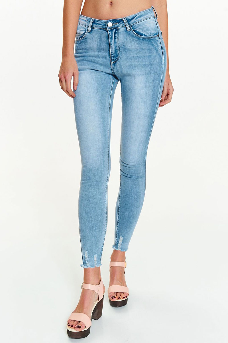 Джинсы женские Top Secret, цвет: светло-синий. SSP2817GB. Размер 36 (44)SSP2817GBСтильные женские джинсы Top Secret - брюки высочайшего качества на каждыйдень, которые прекрасно сидят. Модель изготовлена из высококачественного материала. Застегиваются на пуговицу в поясе и ширинку на застежке-молнии, предусмотрены шлевки для ремня. Эти модные и в тоже время комфортные джинсы послужат отличным дополнением к вашему гардеробу. В них вы всегда будетечувствовать себя уютно и комфортно.