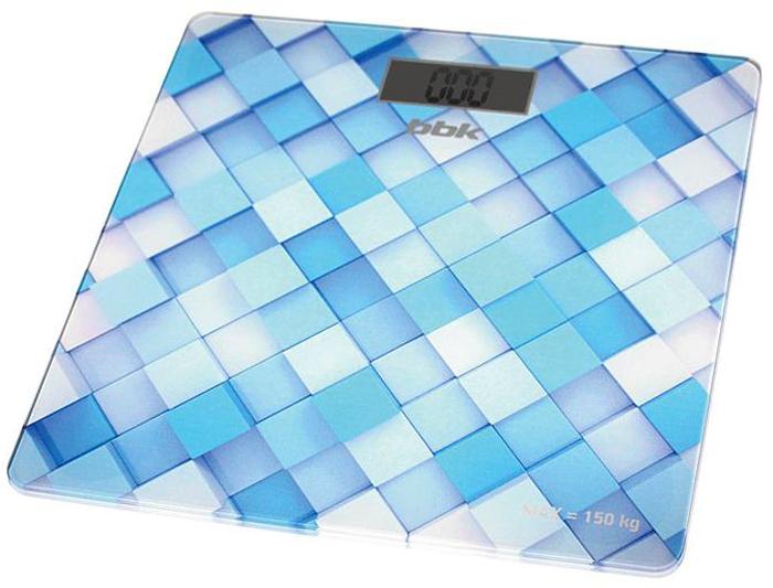 BBK BCS3001G, Blue напольные весыBCS3001GЭлектронные весы BBK BCS3001G созданы для тех, кому важно быть в курсе малейших изменений массы собственного тела. На тонкой платформе, выполненной из закаленного стекла, размещены 4 усовершенствованных сенсора для наиболее точных показателей, погрешность составляет всего 100 г. Предусмотрен выбор единиц измерения: килограммы, фунты, стоуны. Для экономии заряда батареи включение/выключение осуществляется автоматически. Завораживающий 3D-эффект рисунка на платформе приятен для глаз.