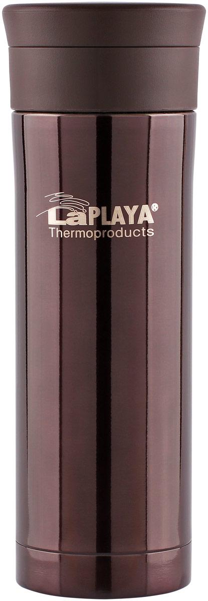 Кружка-термос LaPlaya, вакуумная, с фильтром для заваривания, 0,5 л560112Герметичные кружки с двумя стенками из нержавеющей стали имеют вакуумный способ изоляции и отличаются от обычного термоса тем, что предполагают питье прямо из него. Благодаря этому длительность сохранения температуры напитков в герметичной вакуумной кружке-термосе значительно превышает показатели кружек с пластиковым корпусом.Такую кружку можно взять с собой в продолжительную поездку в автомобиле, положить в сумку, уходя на работу или прикрепить к походному снаряжению при наличии крепления.Стальные кружки-термосы компактны, имеют эргономичную форму, не бьются и удобны в уходе. Отличительной особенностью кружек-термосов серии JMK является наличие крупноячеистого фильтра в конструкции горловины, который удерживает продукты заваривания (кусочки фруктов и листовой чай) во время питья, а также удерживает кусочки льда, если термос используется для охлажденных напитков. Такой термос легко мыть, он полностью разборный и все детали собраны с помощью резьбовых соединений, что исключает возможность поломки.Кружка-термос серии JMK –это легкая и современная, небьющаяся и практичная, герметичная и легкая в уходе модель, предназначенная для использования каждый день. Такая кружка длительное время поддерживает температуру как горячего, так и охлажденного напитка благодаря вакуумному способу изоляции. Модель размещается в подстаканнике автомобиля. Кружка-термос из нержавеющей стали с вакуумной изоляцией JMK with filter 0,5 литра.
