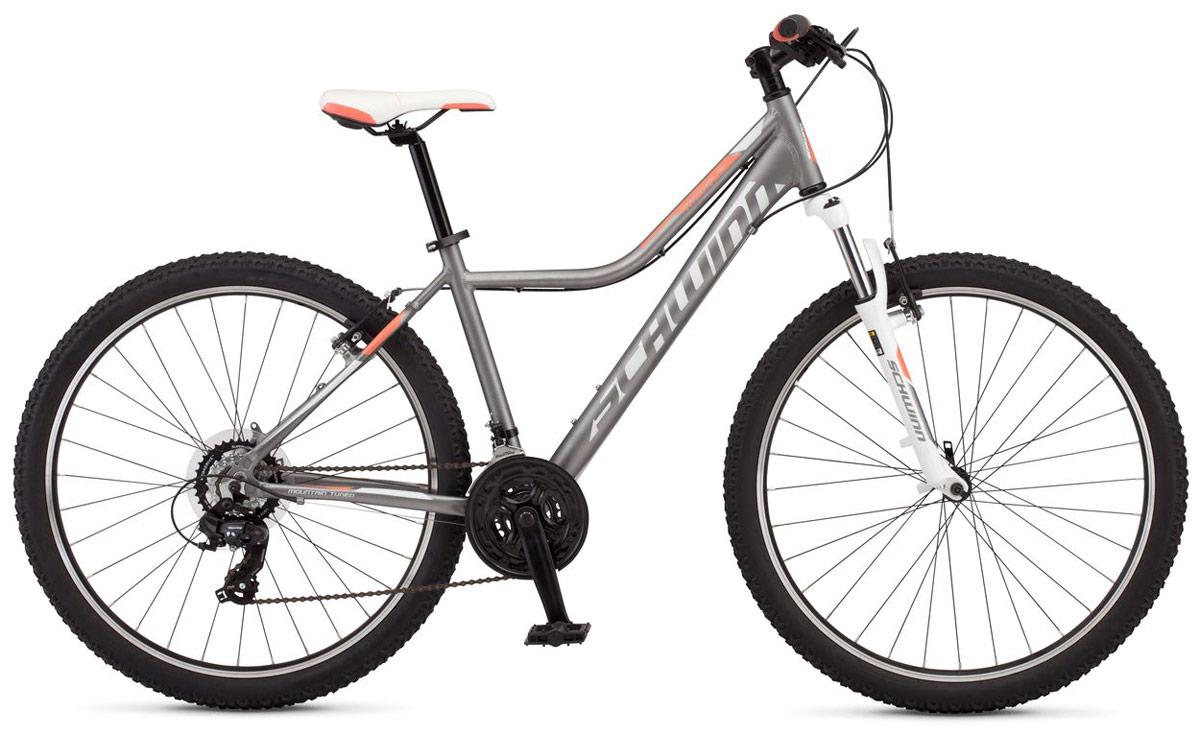 """Велосипед горный Schwinn Mesa 2 Women, цвет: серый, колесо 27,5, рама M38675133006Mesa 2 Women - стильный дизайн и нежная цветовая палитра этого велосипеда притягивает взгляды и не оставляет равнодушными пешеходов. Mesa 2 Women собран на основе легкой алюминиевой рамы с геометрией, разработанной специально для девушек. Амортизационная вилка Zoom HL c ходом 80 мм и регулировкой жесткости отлично гасит вибрации он мелких неровностей лесных тропинок и улучшает сцепление переднего колеса с дорогой. Мягкое прогулочное седло разработано с учетом женской анатомии и позволяет с комфортом кататься продолжительное время. Надежные и не требующие частых настроек переключатели передач Shimano Tourney прослужат не один год и будут радовать четкой сменой скоростей. Колеса диаметром 27,5"""" - это самый современный стандарт, обеспечивающий хороший накат и управляемость велосипеда при движении. • Легкая и прочная рама из алюминия Schwinn Trail Tuned • Амортизационная вилка Zoom HL365 • Ход вилки 80 мм • Регулировка жесткости вилки • Переключатели Shimano Tourney, триггер • 21 скорость • Ободные тормоза • Диаметр колес 27.5 дюймов • Двойные обода • Быстросъемные колеса на эксцентриковых осях"""