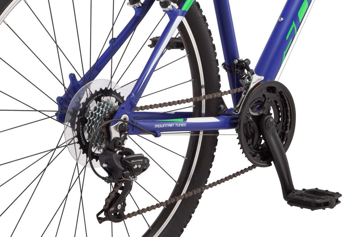 """Mesa 2 - это легкий и надежный велосипед для катания по парковым тропинкам и городским улицам. Schwinn Mesa 2 собран на легкой алюминиевой раме, которая обеспечивает низкий вес всего велосипеда. Комфорт и управляемость при езде по пересеченной местности Вам дарит амортизационная вилка Zoom HL565 c ходом 80мм и регулировкой жесткости. Она отлично гасит вибрации он мелких неровностей парковых дорожек и улучшает сцепление переднего колеса с дорогой. Надежные и не требующие частых настроек переключатели передач Shimano Tourney прослужат не один год и будут радовать четкой сменой скоростей. Колеса диаметром 27,5"""" - это самый современный стандарт, обеспечивающий хороший накат и управляемость велосипеда при движении. • Легкая и прочная рама из алюминия Schwinn Trail Tuned • Амортизационная вилка Zoom HL365 • Ход вилки 80 мм • Регулировка жесткости вилки • Переключатели Shimano Tourney, триггер • 21 скорость • Ободные тормоза • Диаметр колес 27.5 дюймов • Двойные обода • Быстросъемные колеса на эксцентриковых осях"""