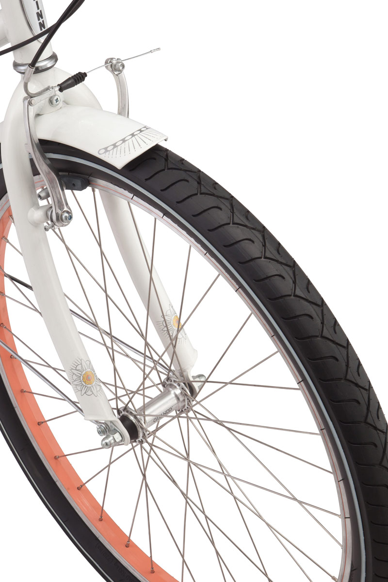 """Keala - воздушный, почти невесомы дизайн этого круизера не оставит равнодушным никого вокруг. Белая рама дополняется розовыми акцентами и сверкает на солнце хромированными деталями. Schwinn Keala - это настоящий единорог среди велосипедов, такой же красивый и редкий. Заниженная женская рама имеет особую геометрию, придающую управляемости и стабильности при расслабленном катании. Регулируемые по высоте и наклону седло и руль помогают сделать посадку максимально комфортной и прямой. Высококачественные переключатели Shimano четко и плавно переключают скорости и не требуют частого обслуживания. Полноразмерные крылья и защита передних звезд сохраняют вашу одежду чистой в дождливую погоду. За вашу безопасность будут отвечать надежные тормоза V-brake которые отлично работают в любую погоду. • Рама Schwinn Cruiser • Переключатели Shimano, грипшифт • 7 скоростей • Ободные тормоза • Колеса 26"""" • Полноразмерные крылья • Полноразмерная защита цепи"""