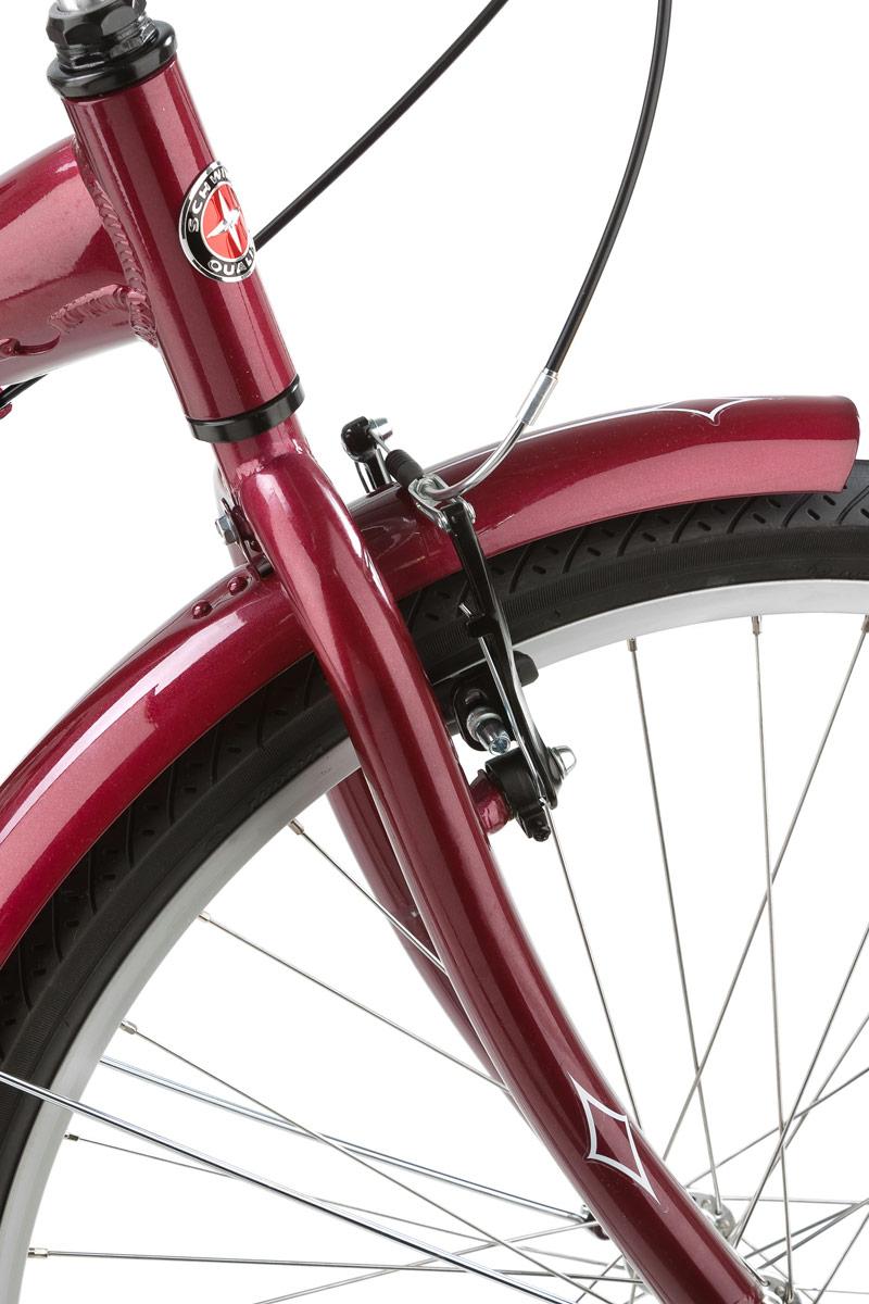 """Велосипед городской Schwinn """"Meridian"""" - это надежный помощник. Корзина в задней части велосипеда позволяет перевозить множество важных и нужных грузов весом до 40 кг. Заниженный профиль алюминиевой рамы помогает легко садиться на велосипед. Благодаря регулируемым по высоте и наклону седлу и рулю вы можете подобрать идеальную посадку индивидуально для себя. Безопасность при катании на Schwinn Meridian обеспечивает передний V-brake и задний ленточный тормоз. Полноразмерные крылья и защита передних звезд сохраняют вашу одежду чистой в дождливую погоду. • Алюминиевая рама Schwinn Low Stand-over Характеристики:  • 1 скорость • Передний тормоз V-brake • Задний ленточный тормоз • Колеса 26"""" • Полноразмерные крылья • Полноразмерная защита цепи."""