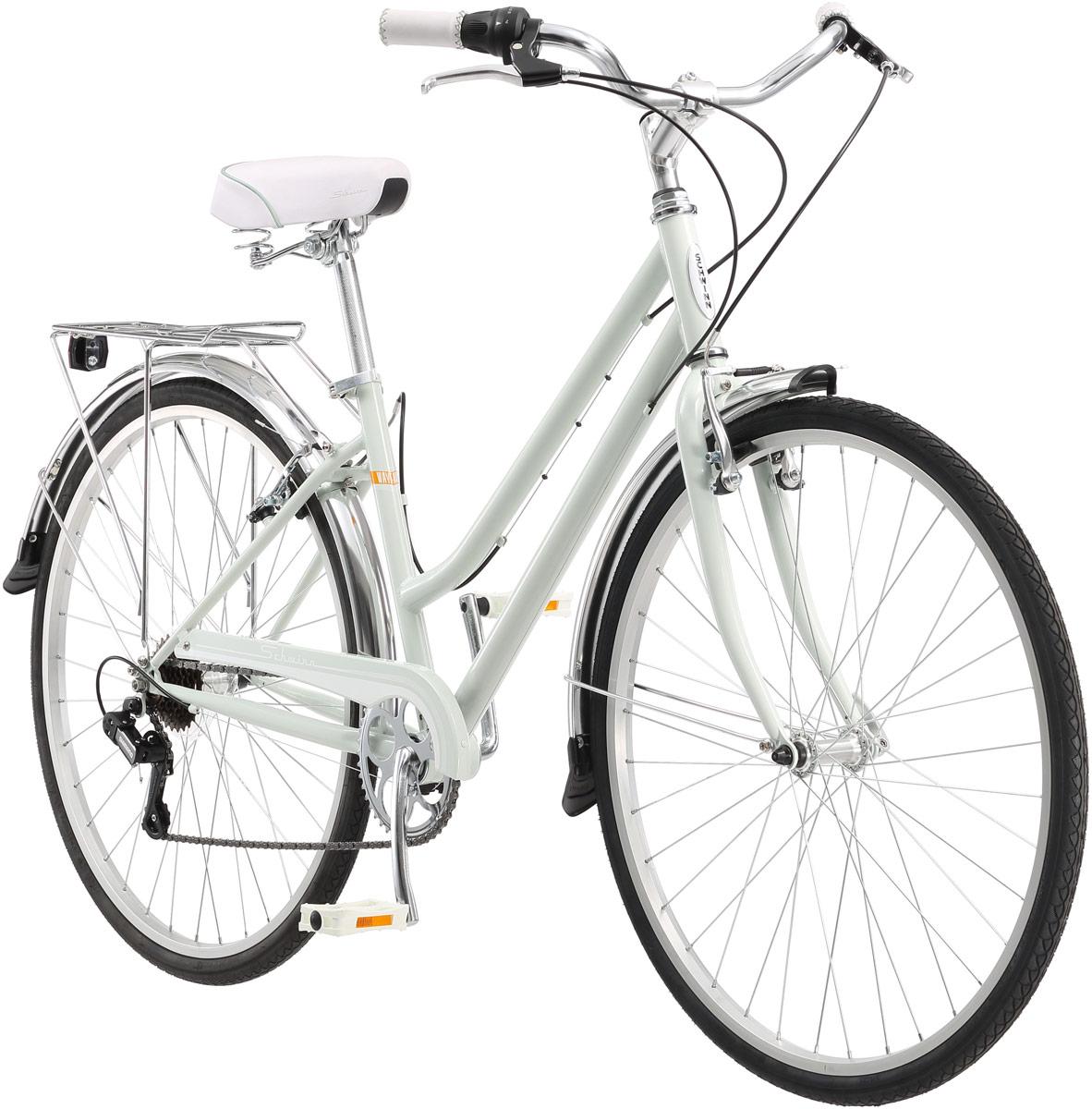 Wayfarer Women - это классический женский дорожный велосипед для поездок по городу и утоптанным тропинкам парков. Нежный мятный цвет рамы и вилки в сочетании с хромированными элементами создают свежий облик велосипеда который не оставит равнодушным ни одного прохожего. Прочная заниженная стальная рама гарантирует долговечность велосипеда и удобство посадки на него. Седло и руль регулируются по высоте для того, что бы вы могли подобрать идеальную посадку. Переключатели передач от компании Shimano обеспечивают надежность и не нуждаются в частой регулировке. Для перевозки необходимых вещей Schwinn Wayfarer оснащен багажником. Полноразмерные крылья и защита передних звезд сохраняют вашу одежду чистой в дождливую погоду. • Рама Schwinn Mountain Frame steel • Амортизационная вилка • Переключатели Shimano, грипшифт • 7 скоростей • Ободные тормоза • Колеса 700с • Полноразмерные крылья • Полноразмерная защита цепи • Багажник