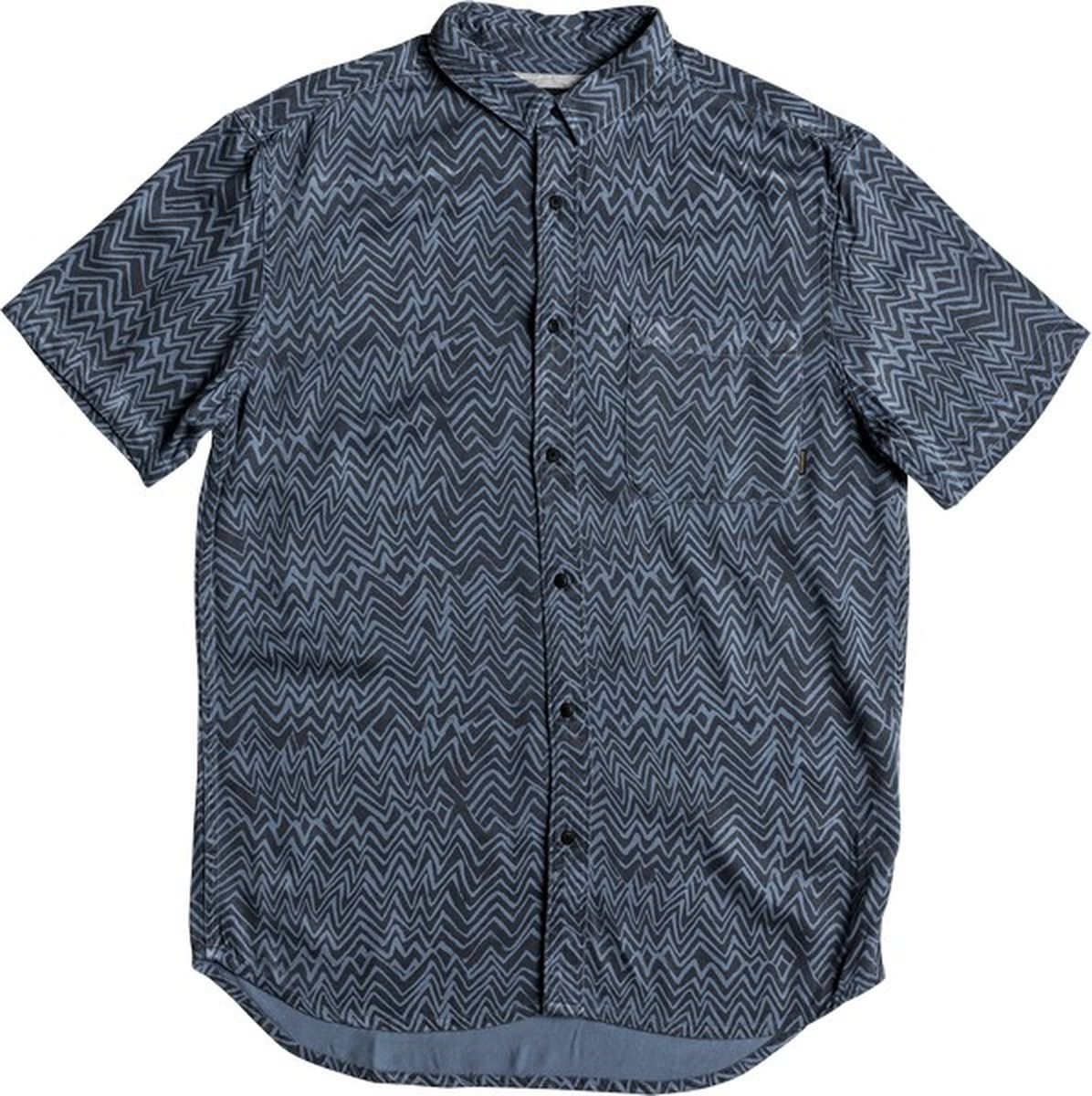 Рубашка мужская Quiksilver, цвет: синий. EQYWT03649-BPR6. Размер XL (52)EQYWT03649-BPR6Мужская рубашка от Quiksilver выполнена из вискозы и оформлена принтом. Модель прямого кроя с короткими рукавами застегивается на пуговицы. Изделие дополнено накладным карманом.