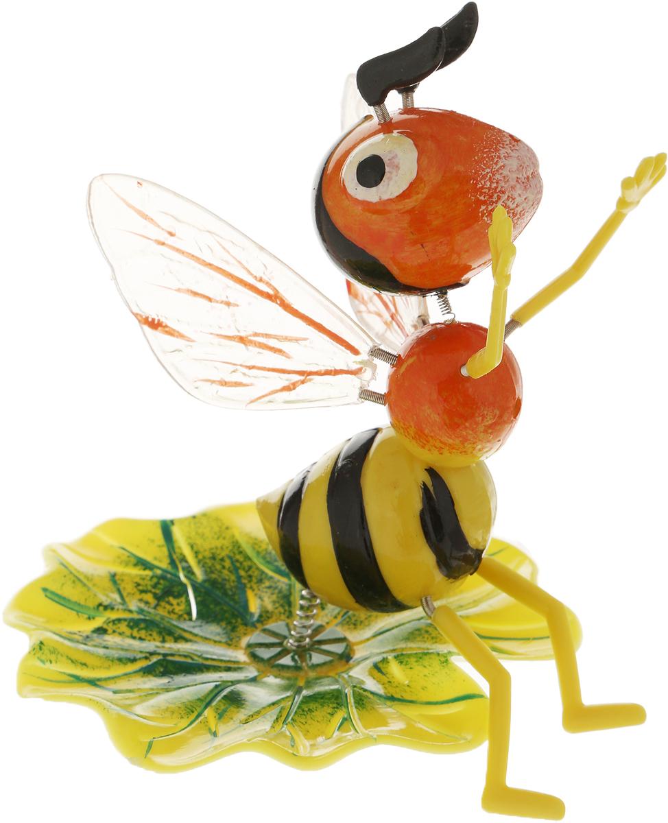 """Украшение декоративное садовое """"Оса на листочке"""", цвет: желтый, оранжевый, 14 х 9 х 60 см"""