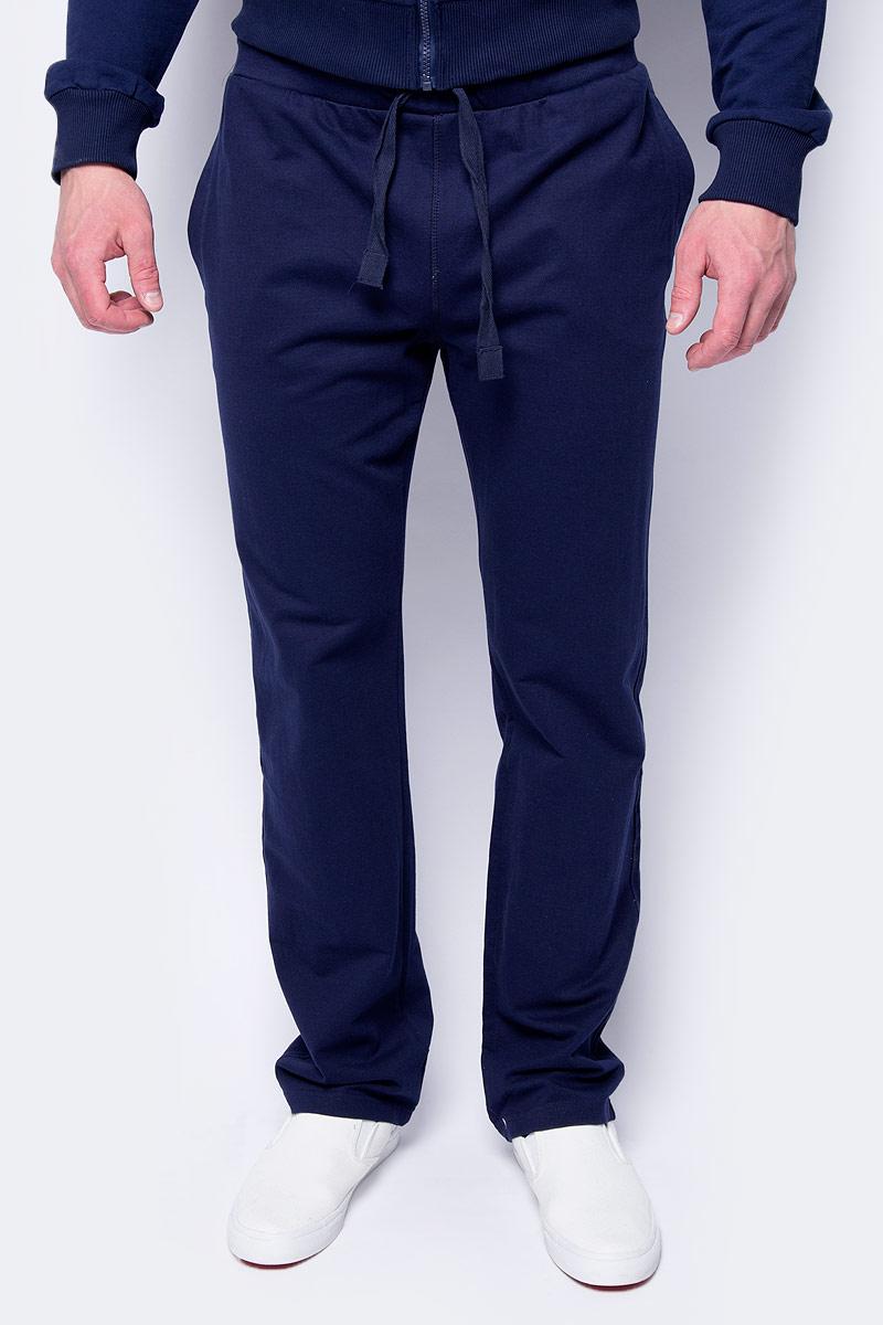 Брюки мужские Sela, цвет: синий. Pk-215/057-8152. Размер S (46)Pk-215/057-8152Стильные мужские брюки Sela, изготовленные из хлопка с добавлением полиэстера, станут отличным дополнением гардероба. Брюки полуприлегающего кроя и стандартной посадки на талии имеют широкий пояс на мягкой резинке, дополнительно регулируемый шнурком. Модель дополнена двумя втачными карманами спереди.